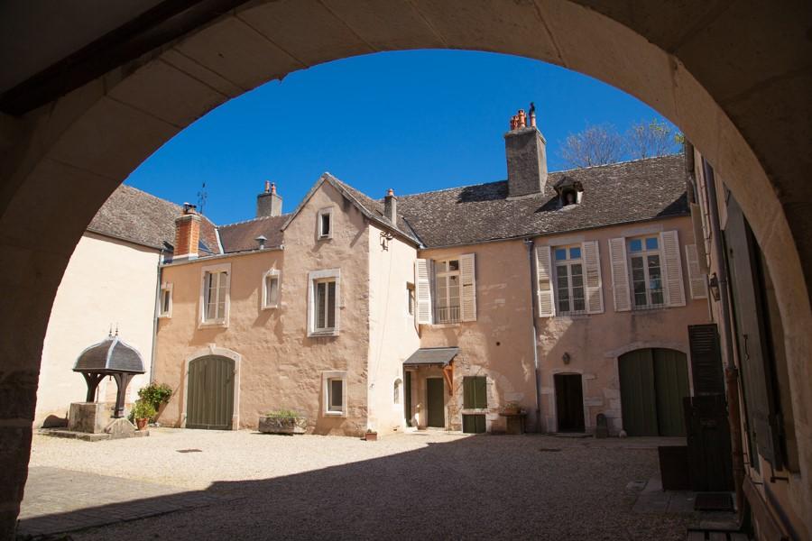 Cour intérieure du Domaine Coste Caumartin Pommard